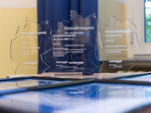 Der Innovationspreis (Bild: Dirk Uebele, Versicherungsmagazin)