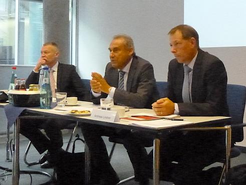 V.li.n.re.: Franz Billinger, Leiter Kommunikation Leben/Kranken, Markus Faulhaber, Andreas Lindner (Bild: Ullrich)