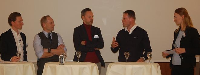 Diskuranten auf der Insurtechs 2019 (von links): Christian Gründl, Stephen Voss, Pierre Dubosq, Manuel Holzhauer (Insurhub München) und Moderatorin Anna Gentrup (Bild: Lier)