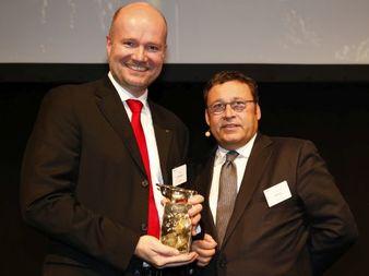 Preisverleihung Goldener Bulle (Bild: Griesch Vernillo Finanzen-Verlag)